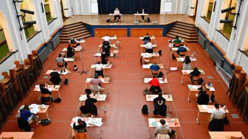 separación distancia seguridad en aulas