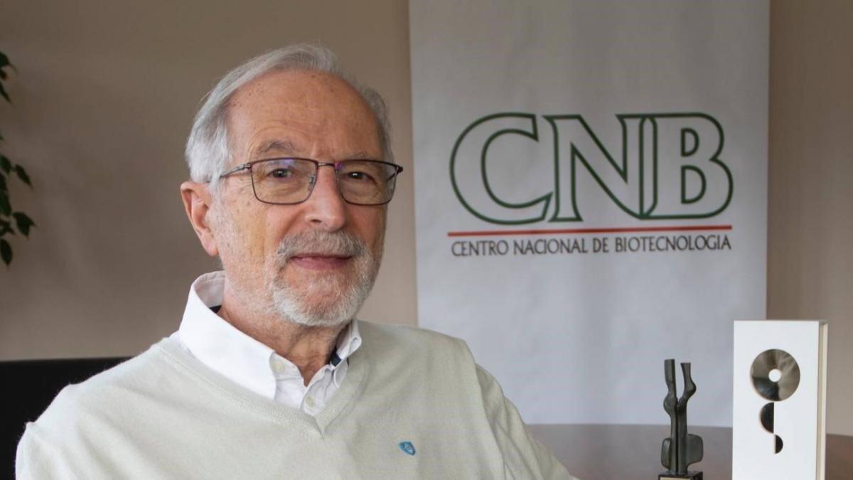 Profesor Luis Enjuanes